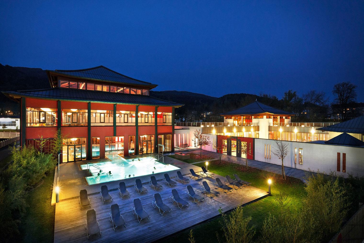 Blick auf Pool- und Saunabereich Asia Spa