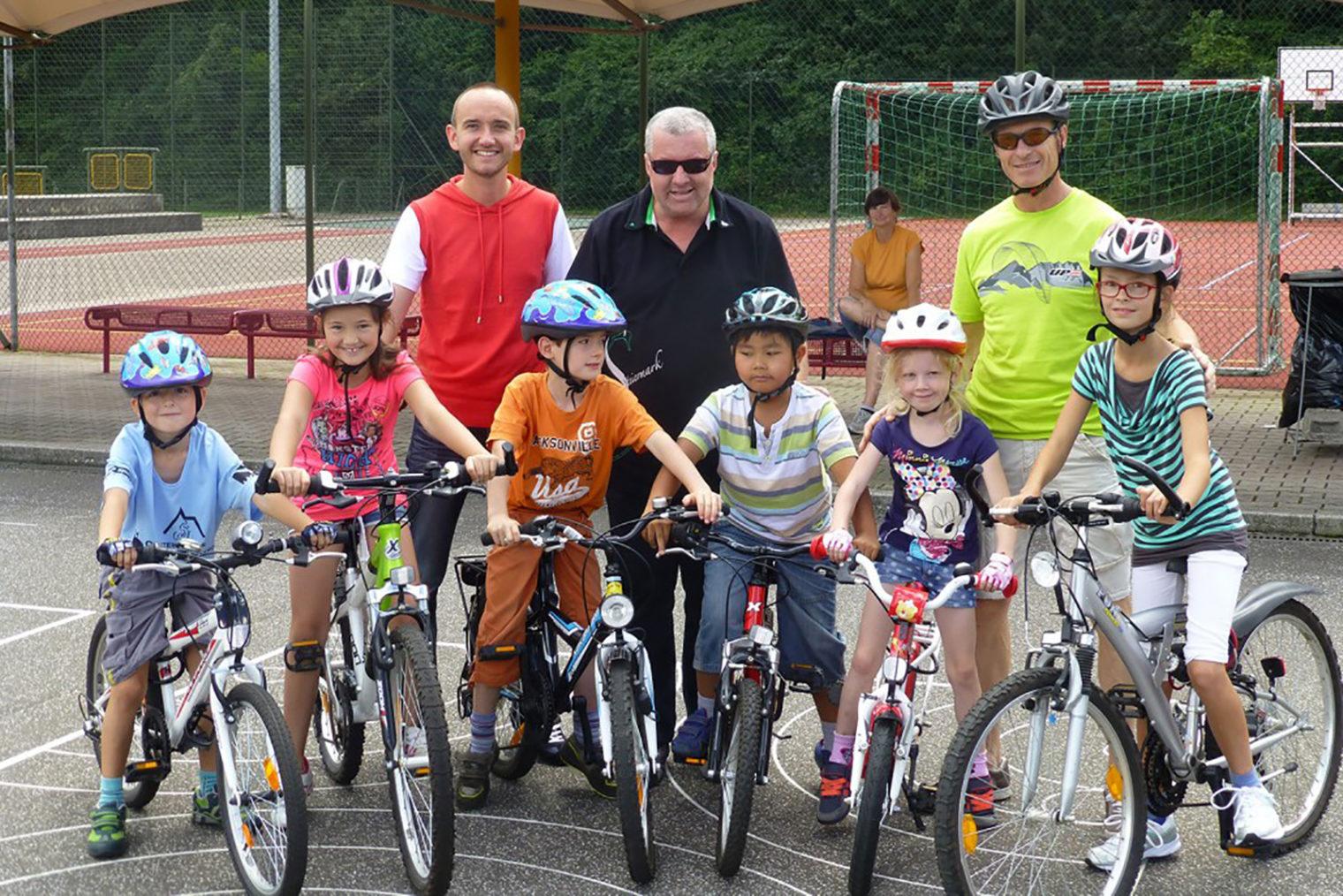 Teilnehmer mit ihrem Fahrrad beim Sommersport & Spaß 2014
