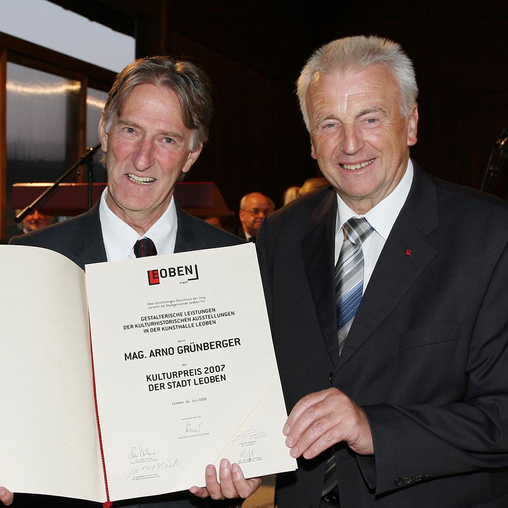 Arno Grünberger mit Bürgermeister Konrad