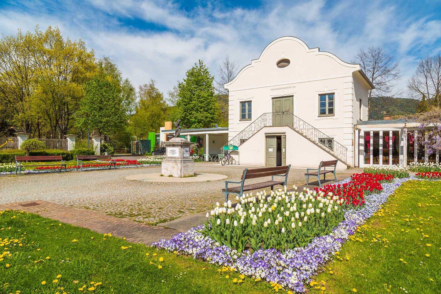 Außenansicht Eggenwaldsches Gartenhaus beim Glacis Park