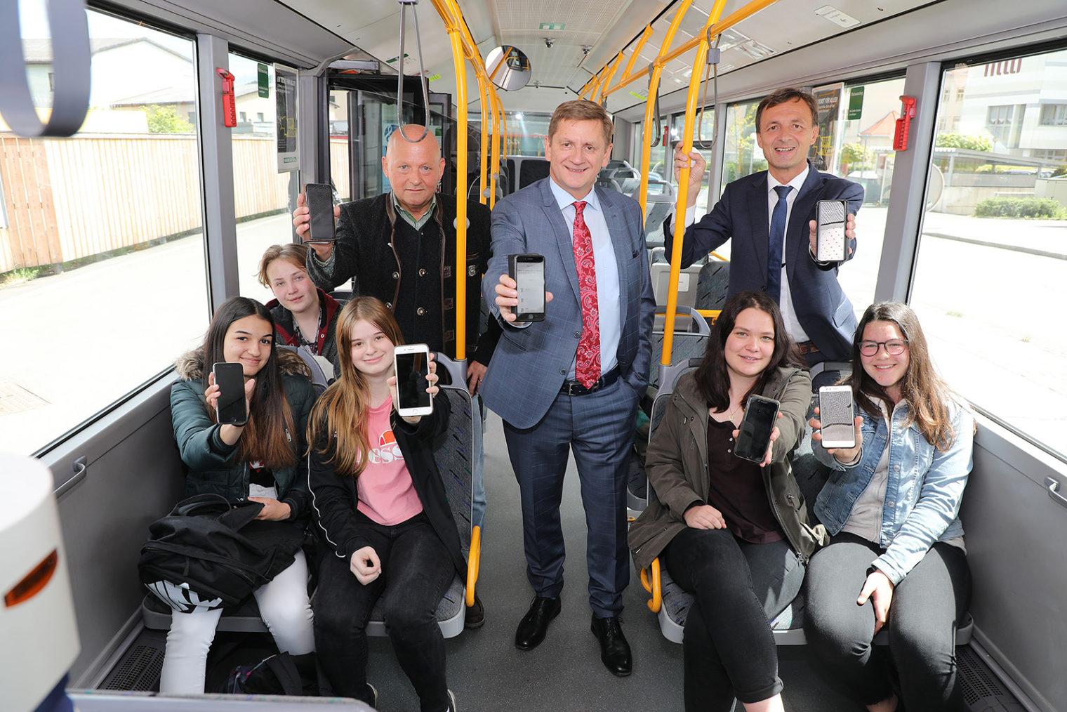 Gruppenbild im Stadtwerkebus