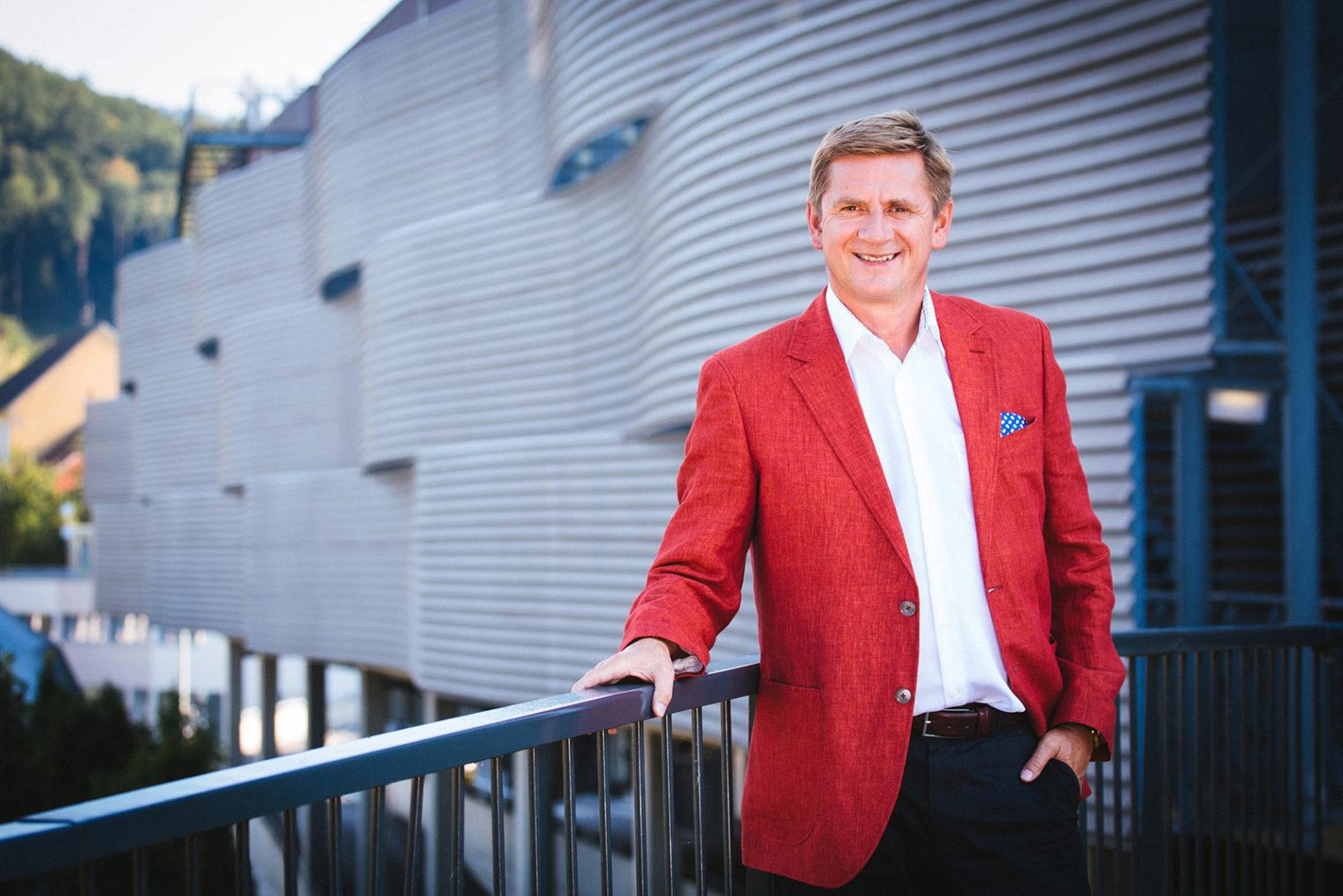 Bürgermeister Kurt Wallner vor der Montanuniversität Leoben