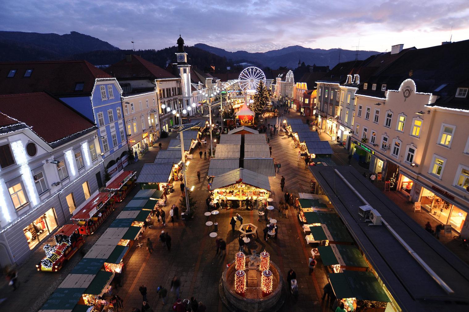 Blick von oben auf die Adventstadt Leoben