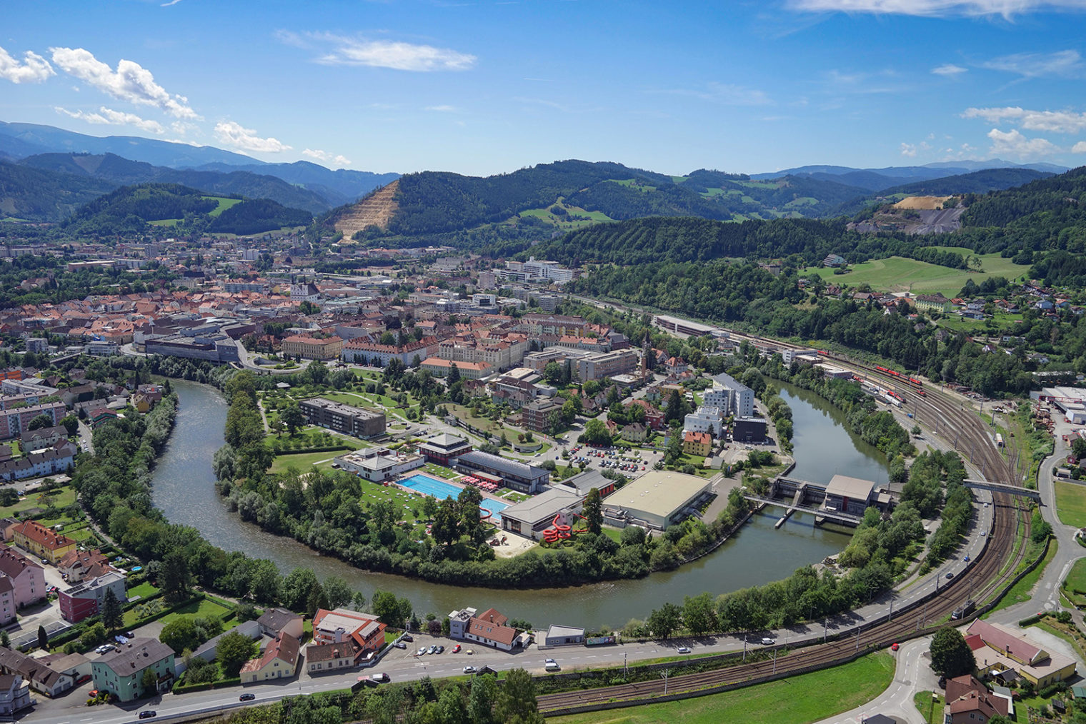 Luftbild Innenstadt Leoben und Mur