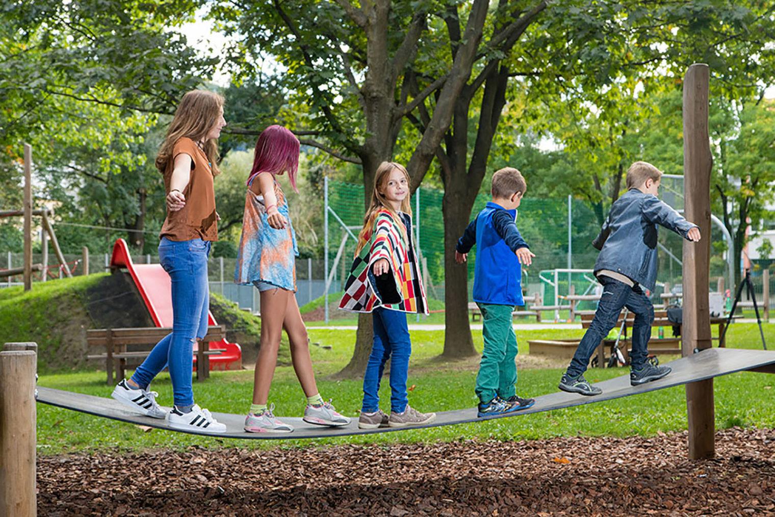 Kinder am Spielplatz LeobenJudendorf