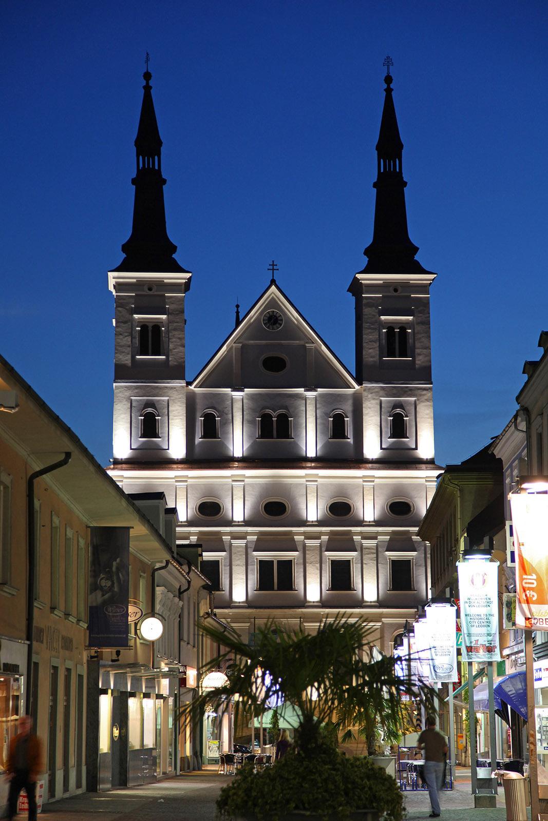 Stadtpfarrkirche St. Xaver bei Nacht