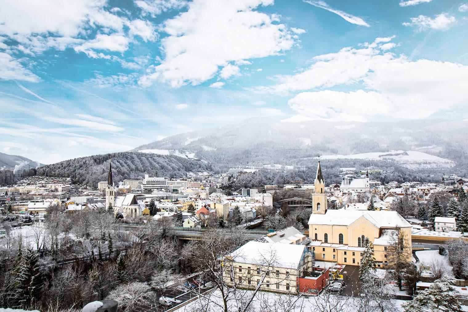 Stadtansicht Leoben mit Schnee
