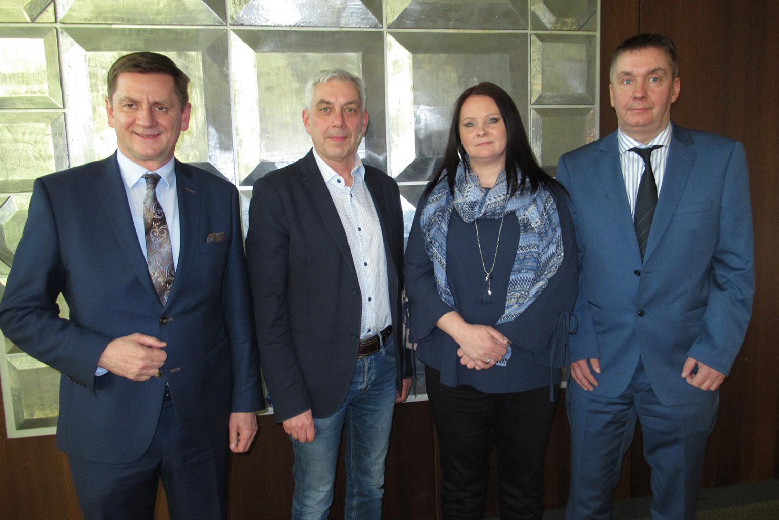 Gruppenbild neue Gemeinderäte mit Bürgermeister