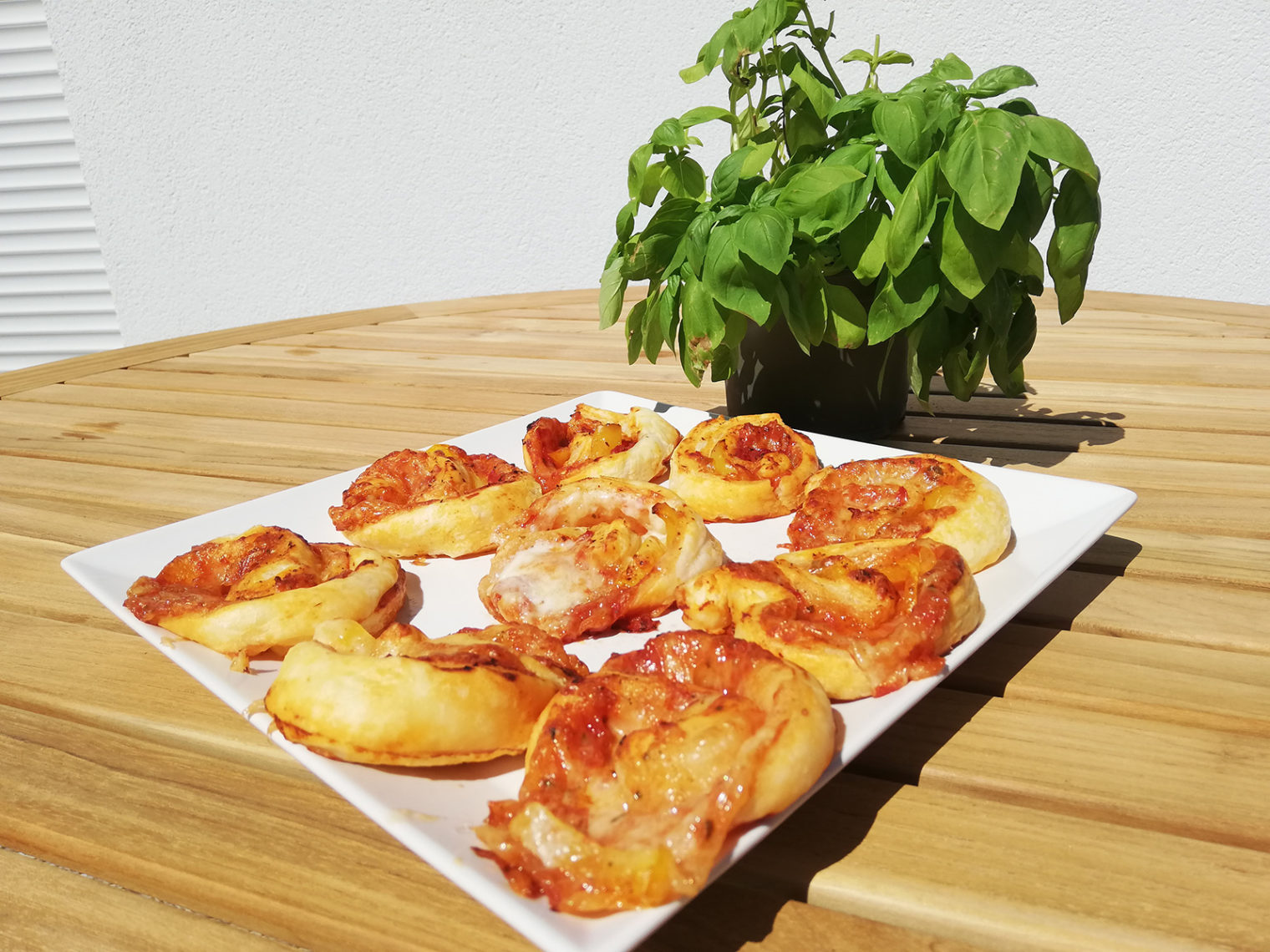 Selbstgemachte Pizzaschnecken
