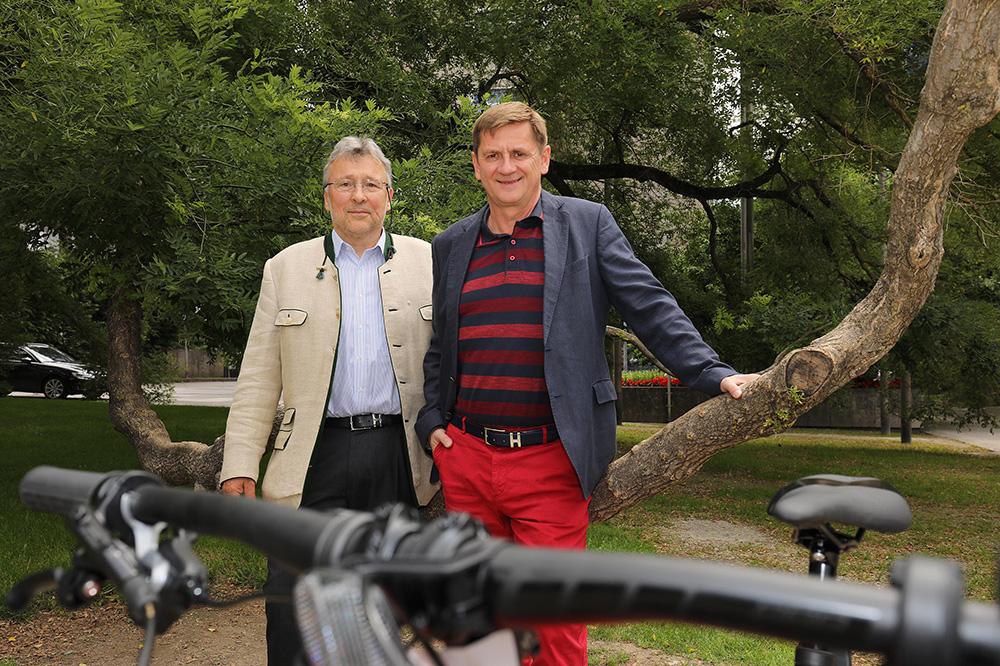 Bürgermeister und Vertreter der Realgemeinschaft