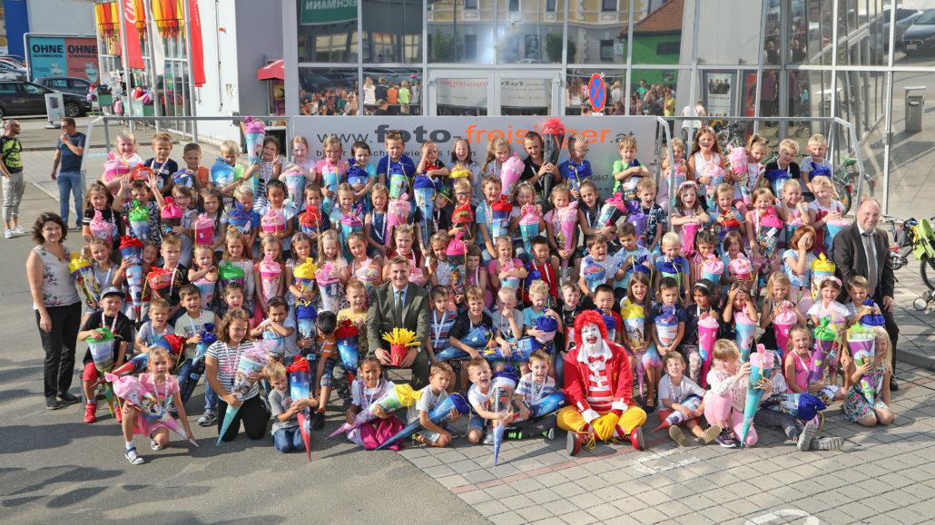 Gruppenbild Kinder mit Schultüten