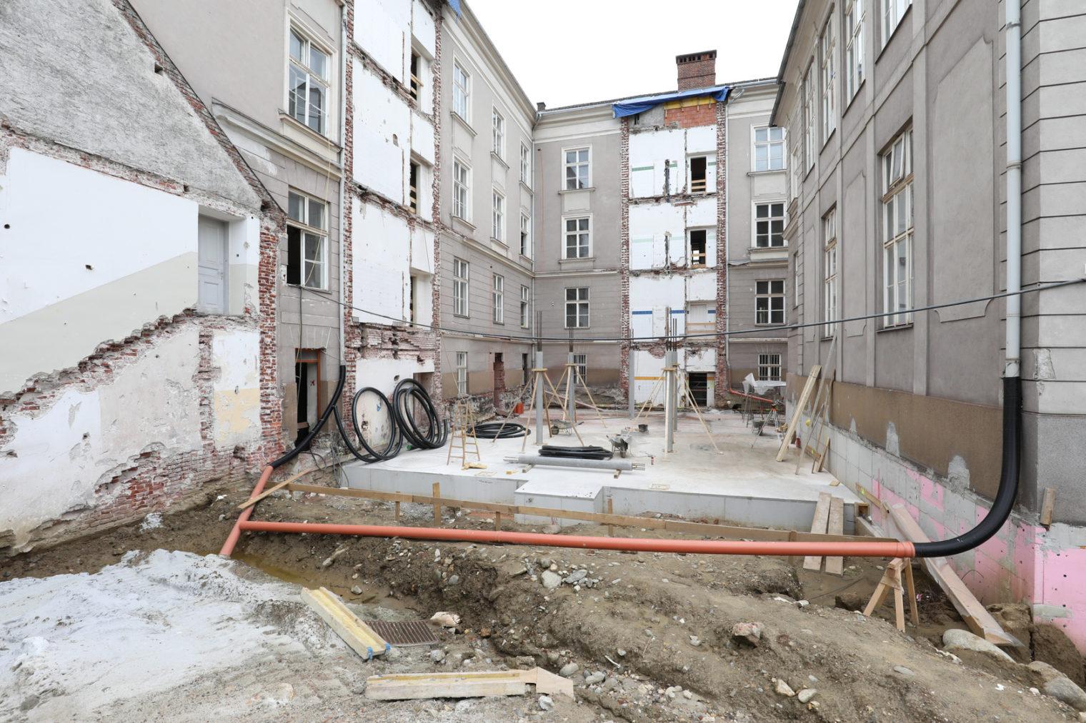 Bauarbeiten im Innenhof