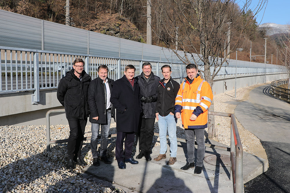 Vertreter der Stadt und der Baufirma