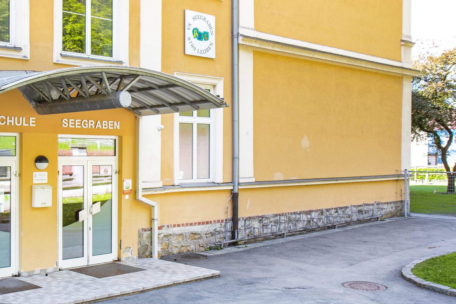 Eingangsbereich Volksschule Leoben-Seegraben