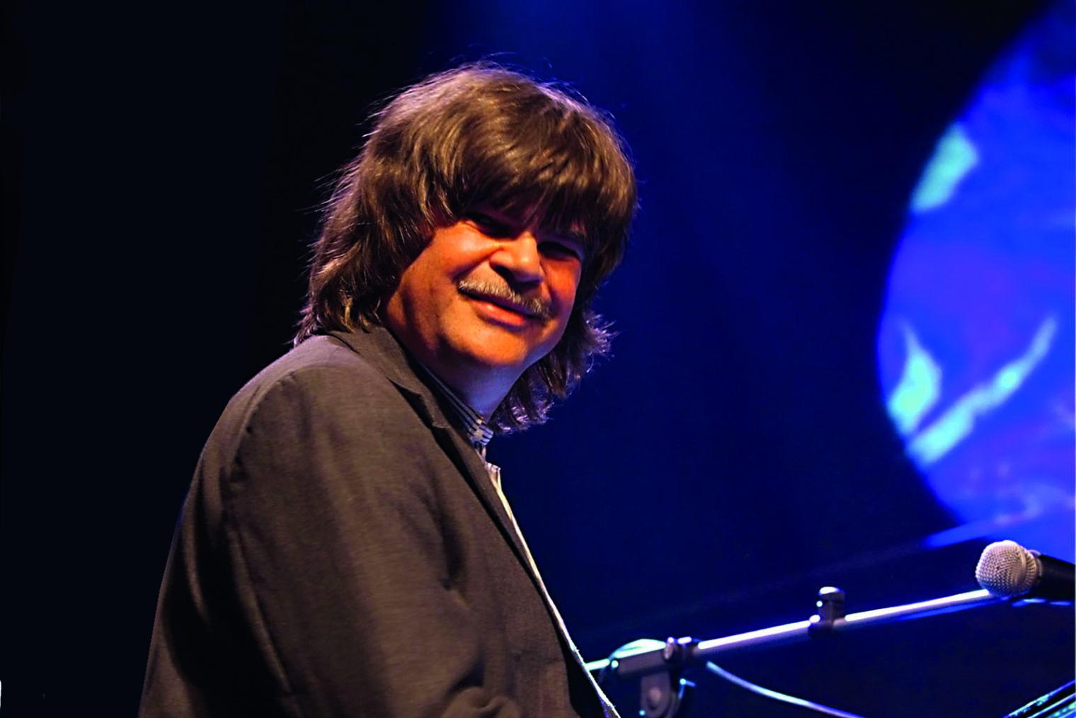 Portrait von Axel Zwingenberger auf der Bühne