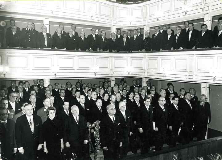 Publikum im Zuschauerraum des Stadttheaters Leoben um 1966
