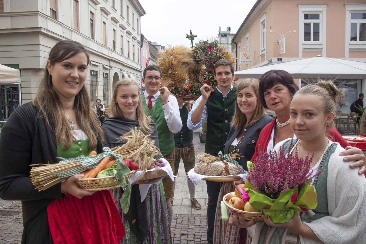 Teilnehmende in steirischer Tracht am Stadt Land Fest 2018 in Leoben