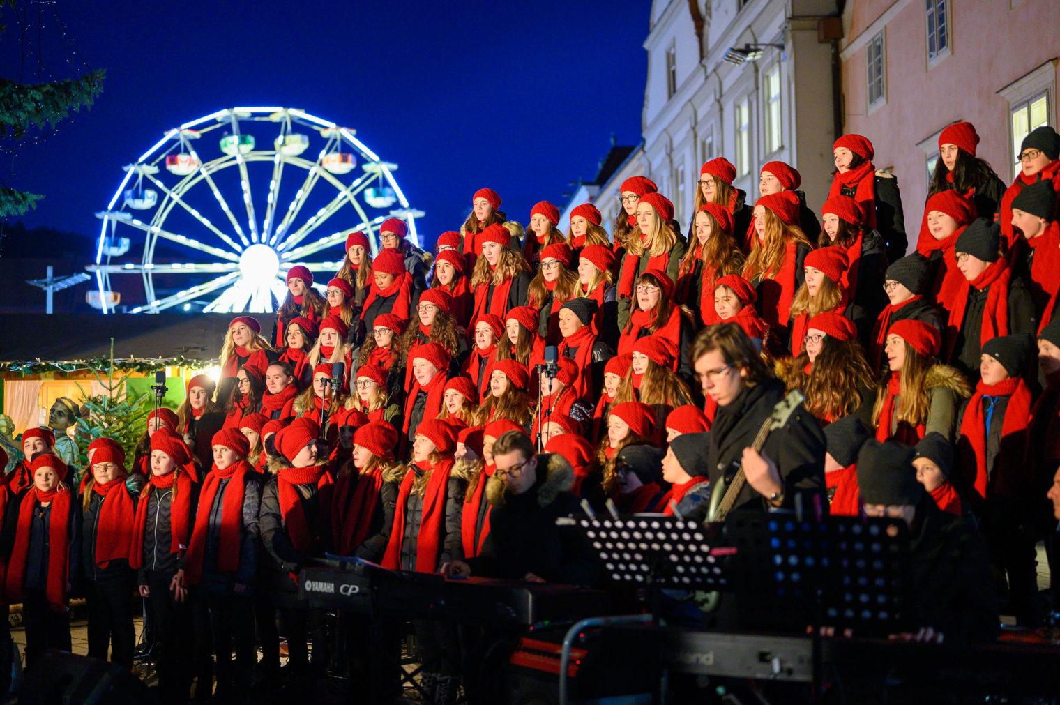 Weihnachtschor am Adventmarkt Leoben
