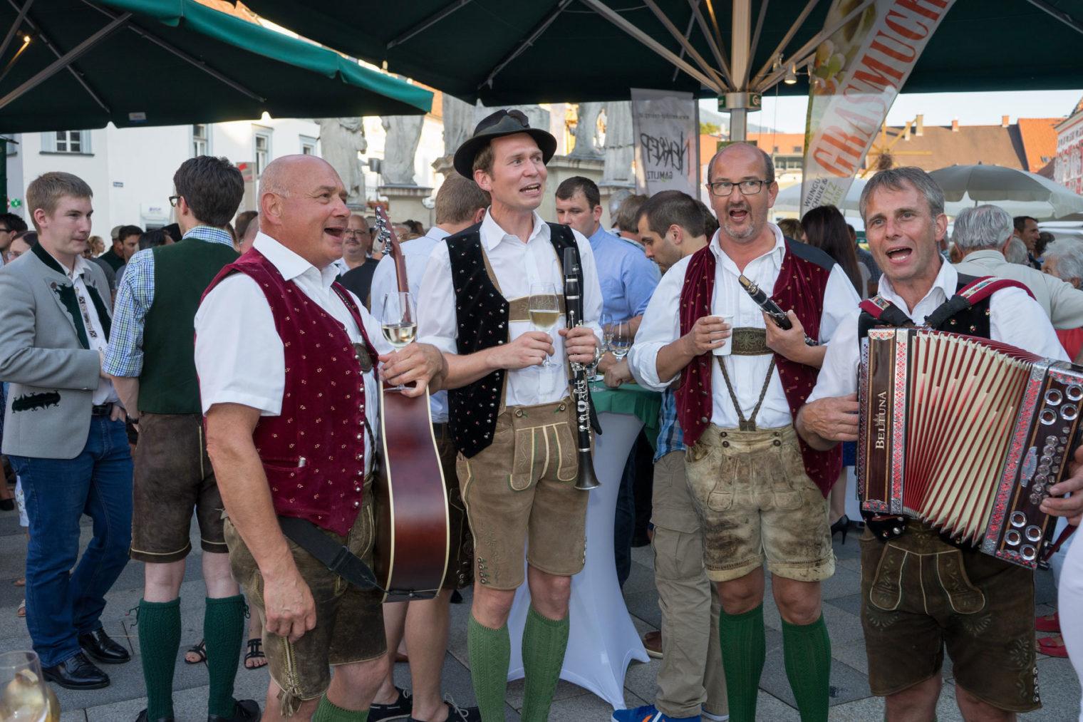 Musikergruppe beim Weinfest