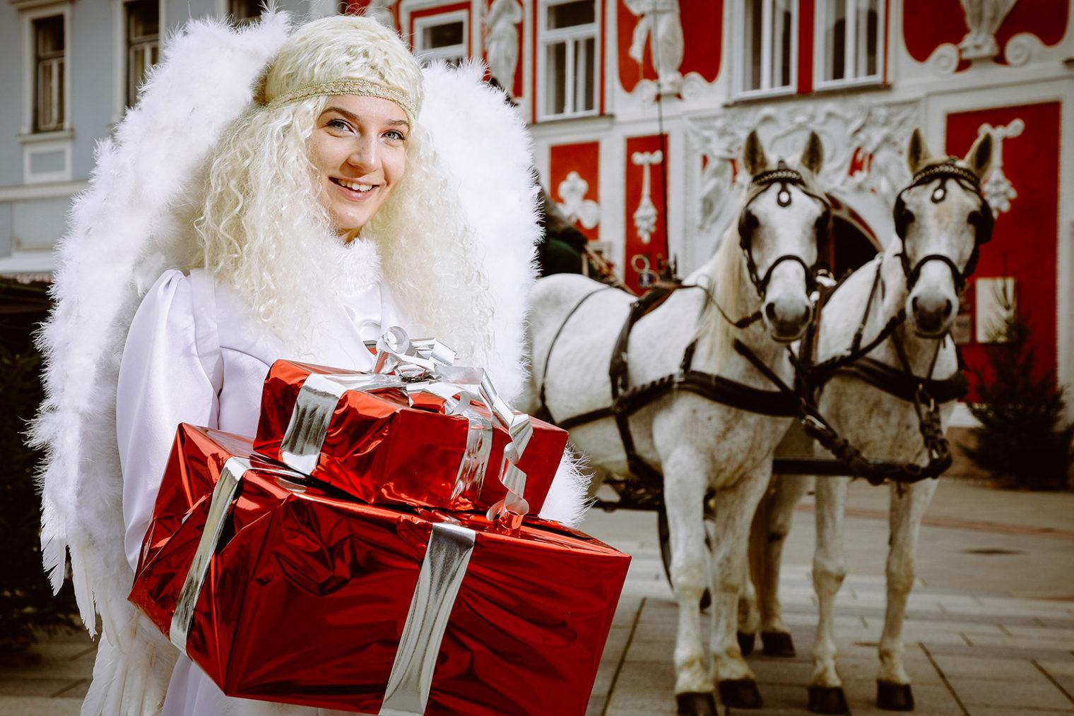 Christkind mit Pferden am Leobener Adventmarkt