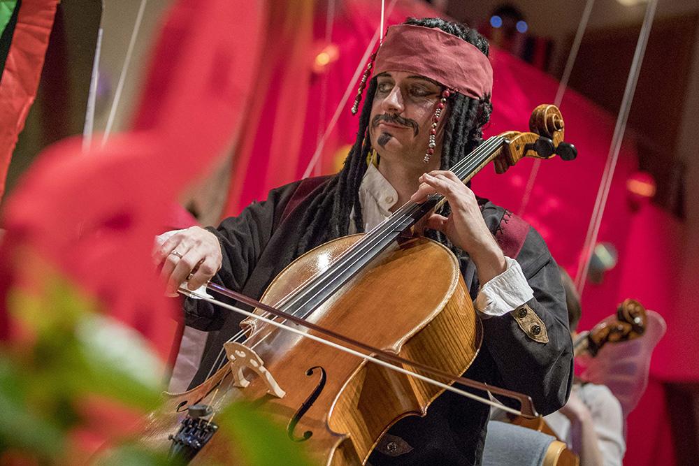 Verkleideter Musiker beim Leobener Faschingskonzert
