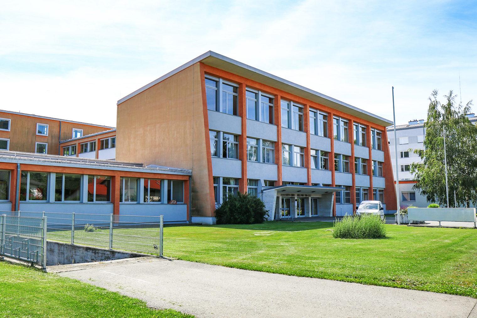 Frontansicht des Alten Gymnasium Leoben