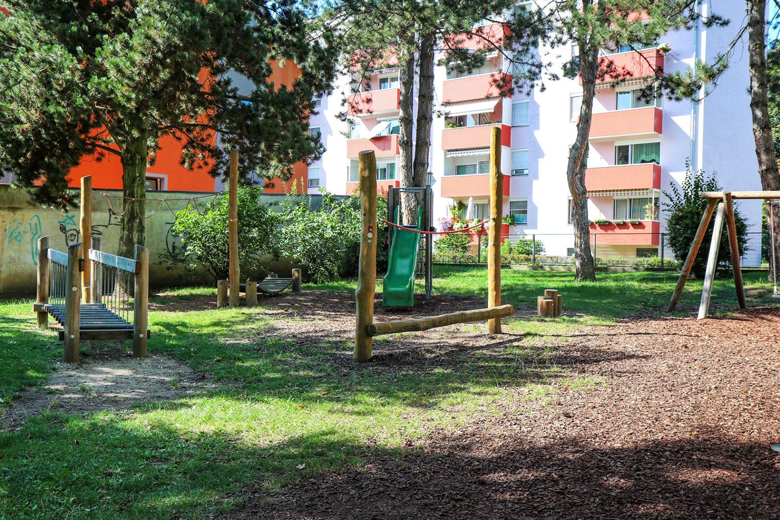 Spielgeräte am Leobener Spielplatz Pebalstrasse