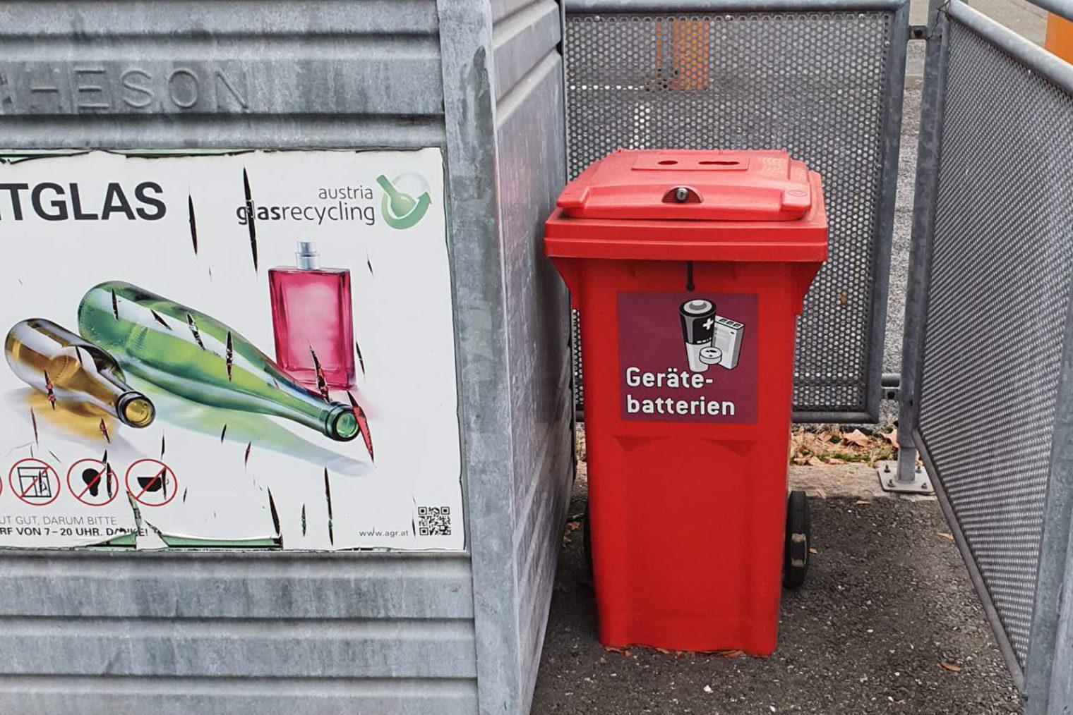 Roter Kunststoffbehälter für Gerätebatterien-Sammlung