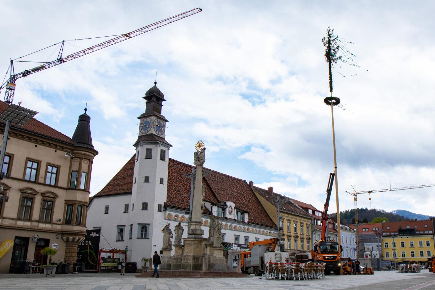 Hauptplatz Leoben mit Maibaum