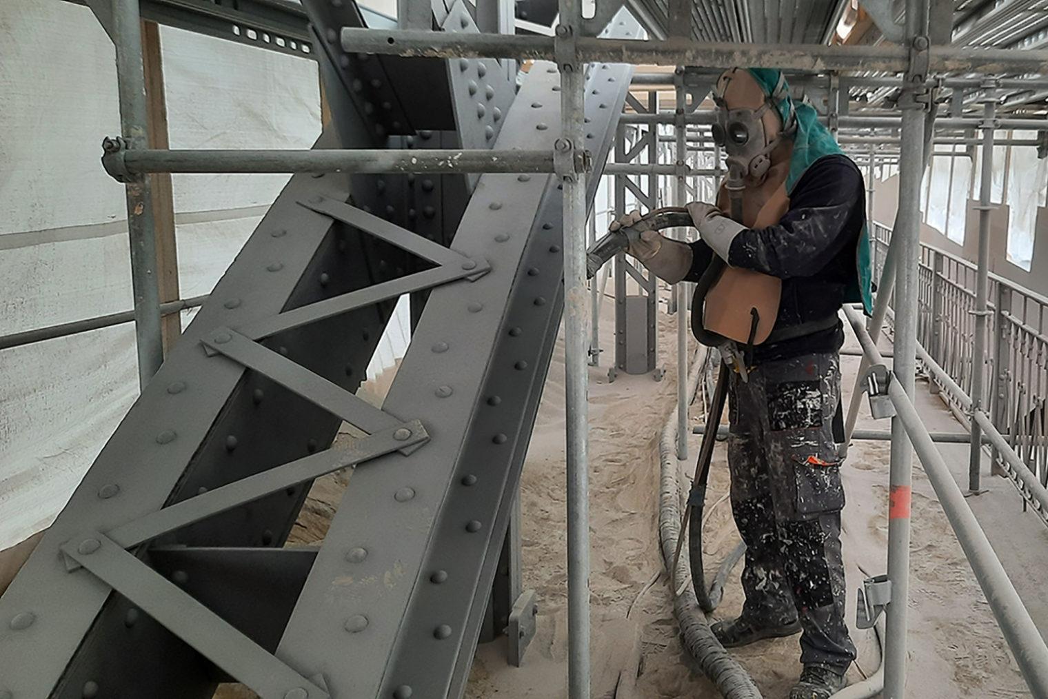 Die Sanierungsarbeiten auf der Waasenbrücke schreiten zügig voran.