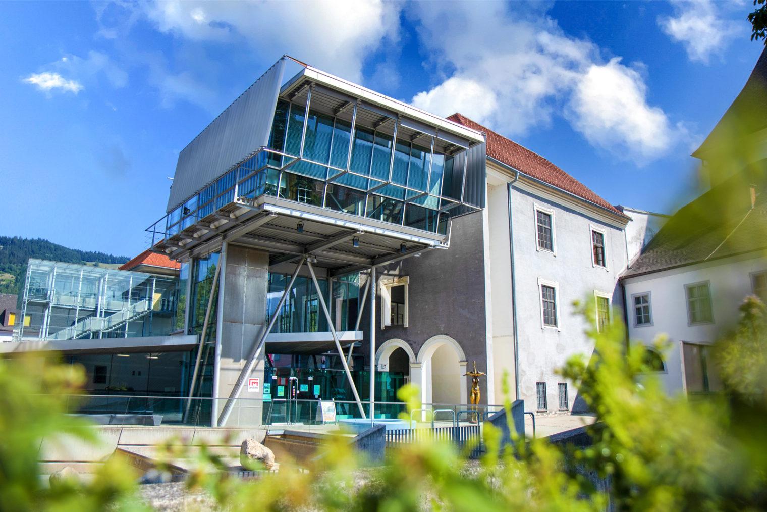 Frontansicht des MuseumsCenters Leoben