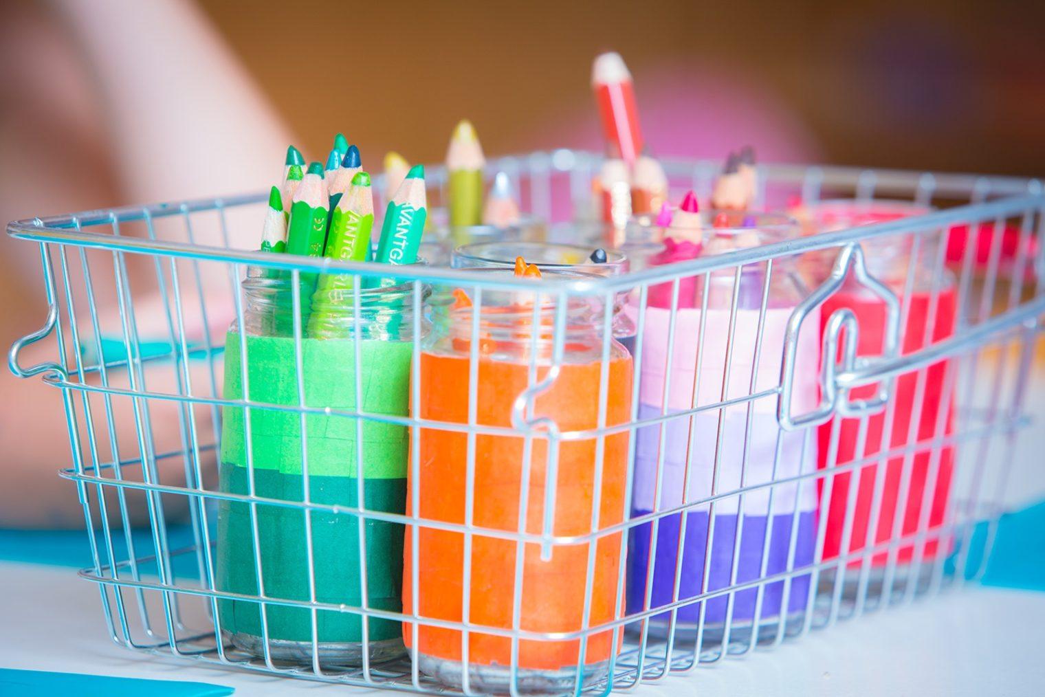 Buntstifte farblich sortiert